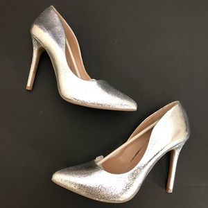 Abound | silver metallic embossed silver pumps 10
